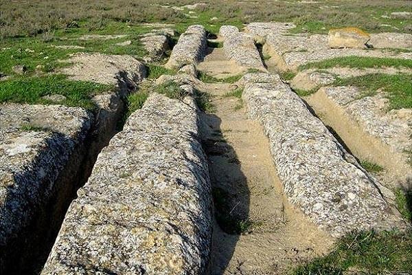 скальные поверхности