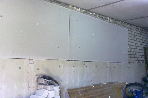 пенопласт на стене