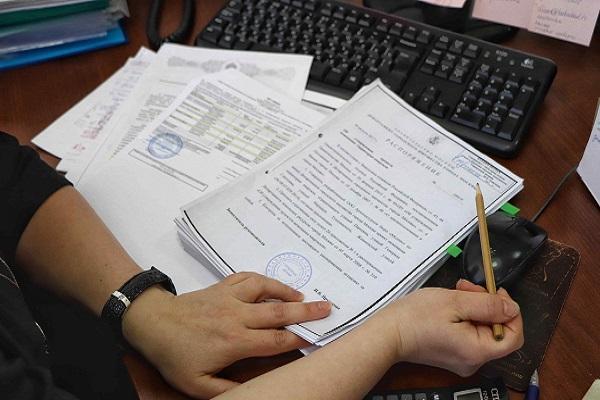 документы на клавиатуре