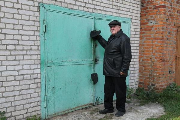 пенсионер у ворот