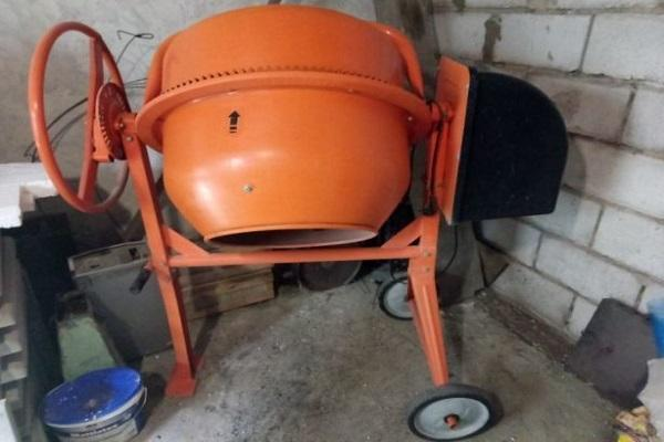 оранжевая бетономешалка