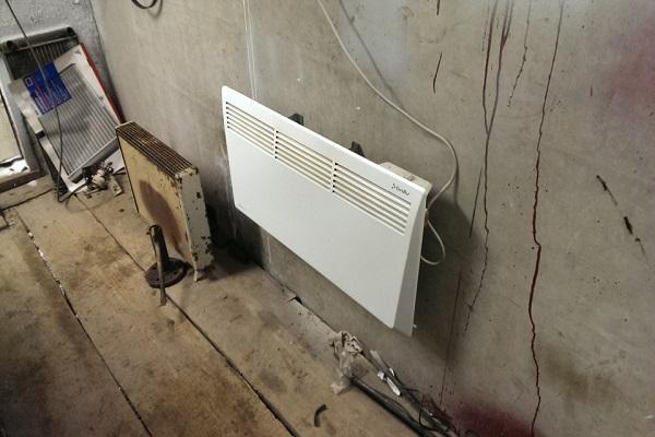 конвектор у стены