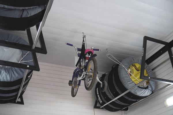 велосипед на потолке